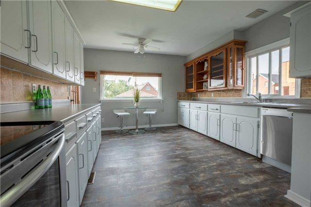 Detached at 20 East 18th St, Hamilton, Ontario. Image 14