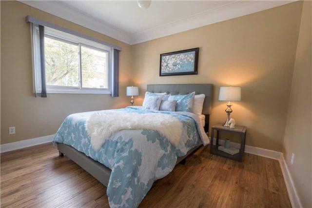 Detached at 20 East 18th St, Hamilton, Ontario. Image 20