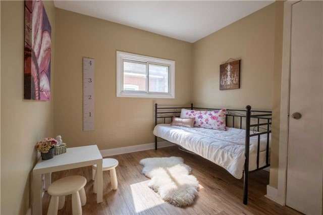 Detached at 20 East 18th St, Hamilton, Ontario. Image 2