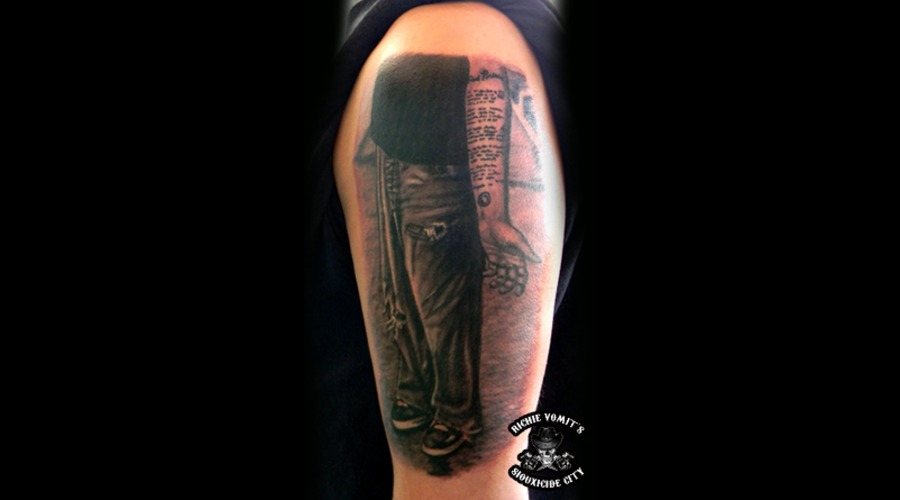 Shannon Hoon Black Grey Arm