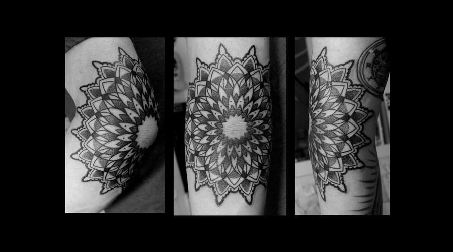 Mandala Elboe Dotwork Blackwork Tribal Ornamental Black White