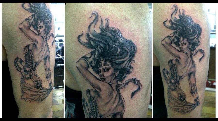 Wonder Woman Black White