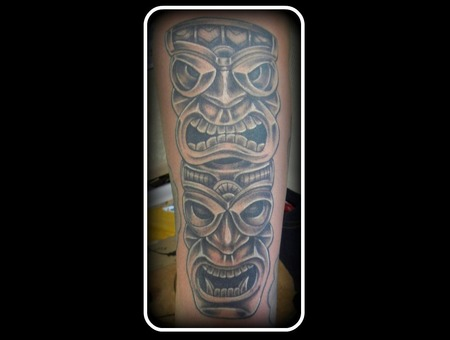 Tiki Man Black Grey
