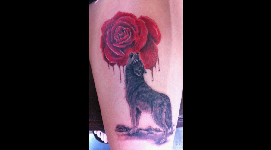 Wolf  Rose Black White Thigh