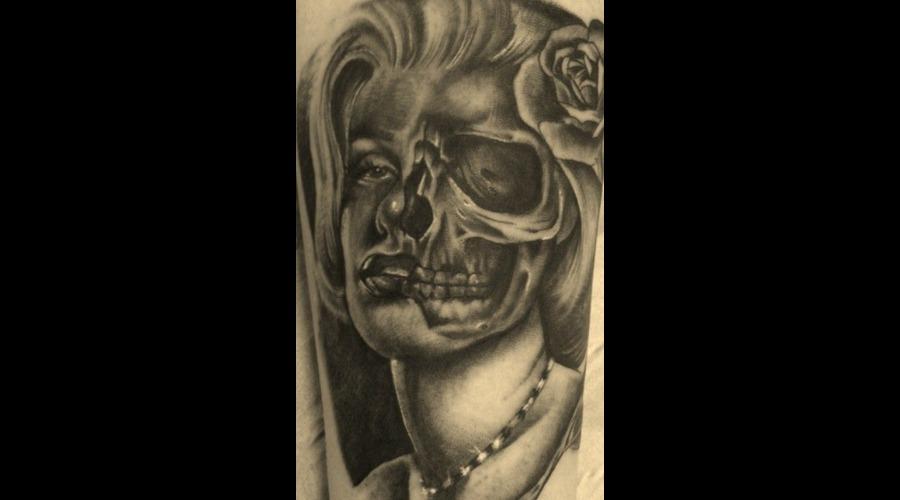 Portrait/Skull Marilyn Monroe Black White
