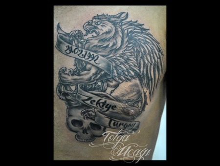 Gryphon Skull Crown Banner Chest Black White