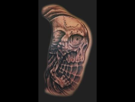 Skull  Freehand Black Grey Back
