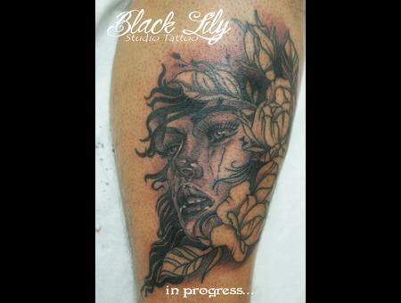 Woman  Face  Realistic  Portrait   Black White Lower Leg