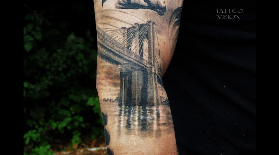 Brooklyn Bridge Realistic Black Gray  Black White Shoulder