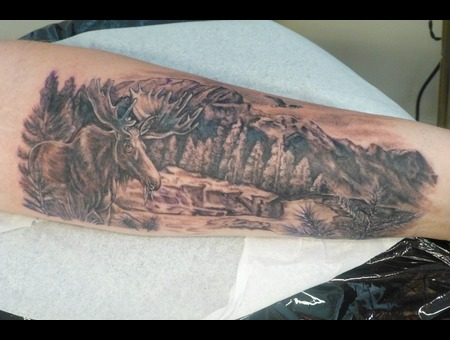 Moose Black Grey Arm