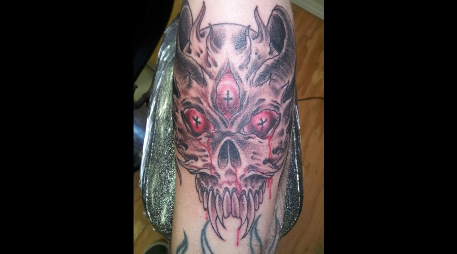 Demon  Skull  Eyes  Color Forearm