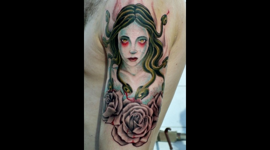 Medusa  Gorgon. Roses  Color Arm