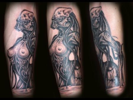 Giger  Demon  Devil Woaman  Scifi  Alien  Tentacles Black Grey Forearm