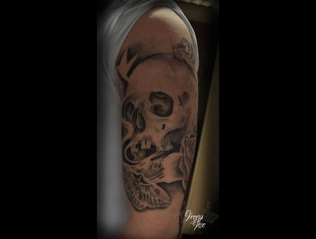 Skull  Black White