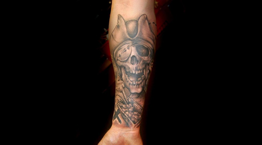 Pirate  Skull Black Grey Forearm