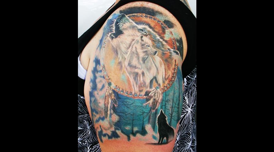 Wolf  Dream Catcher  Wild Life Color Shoulder
