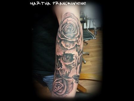 Skull  Roses  Black White
