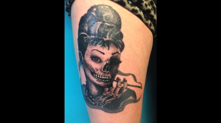 Audrey Hepburn Skull Portrait Black Grey Thigh