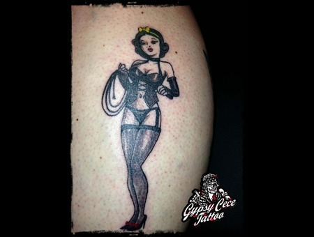 Snow White Pinup Black Grey Lower Leg
