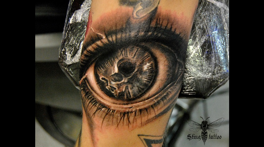 Eye Clock Black Grey Arm