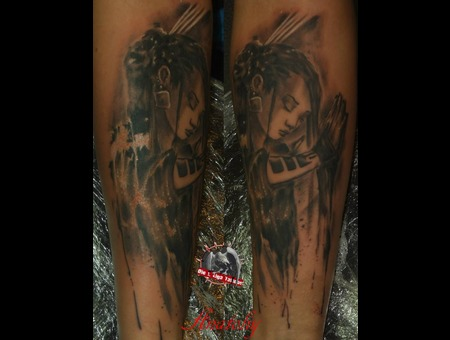Portrait Louis Royo Black Grey Forearm