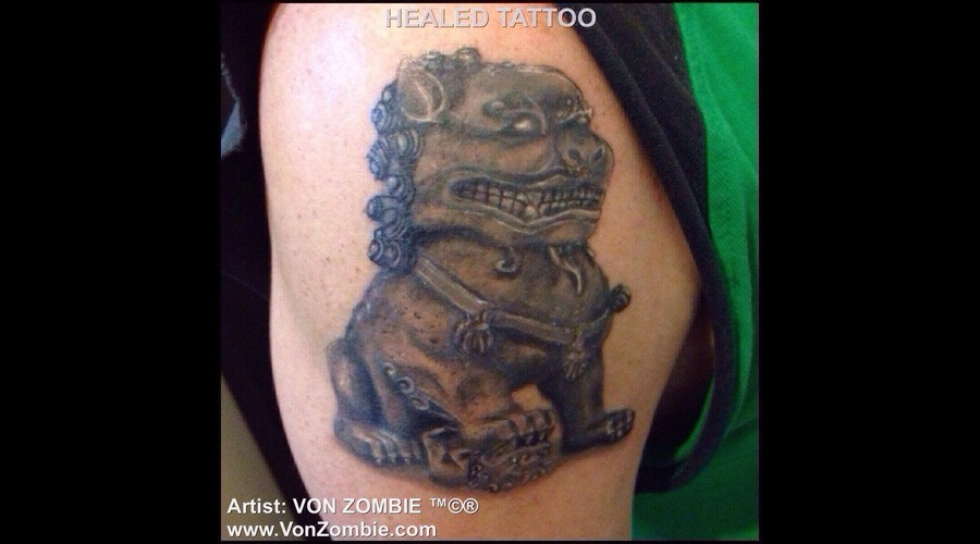 Realism  Portrait  Foo Dog  Stone Black Grey Shoulder