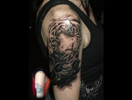 Cover Up  Tiger  Jürgen Platzer Tattoo Black Grey Arm