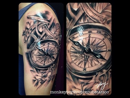 Clock  Compass Black Grey Arm