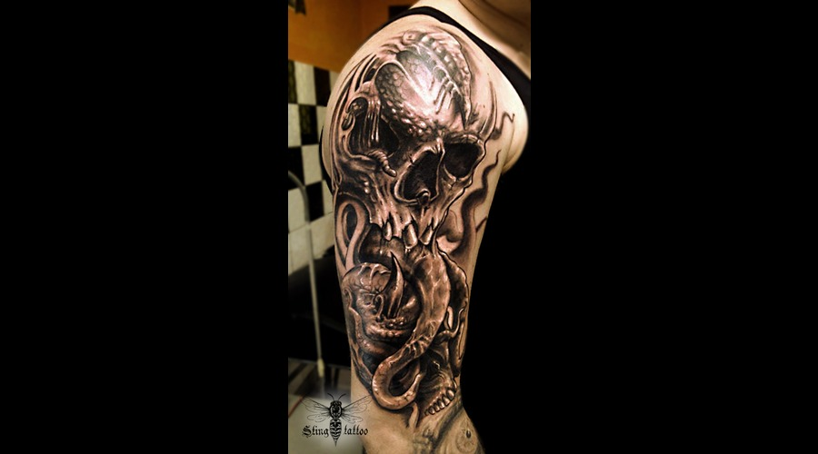 Skull Creapy Black Grey Arm