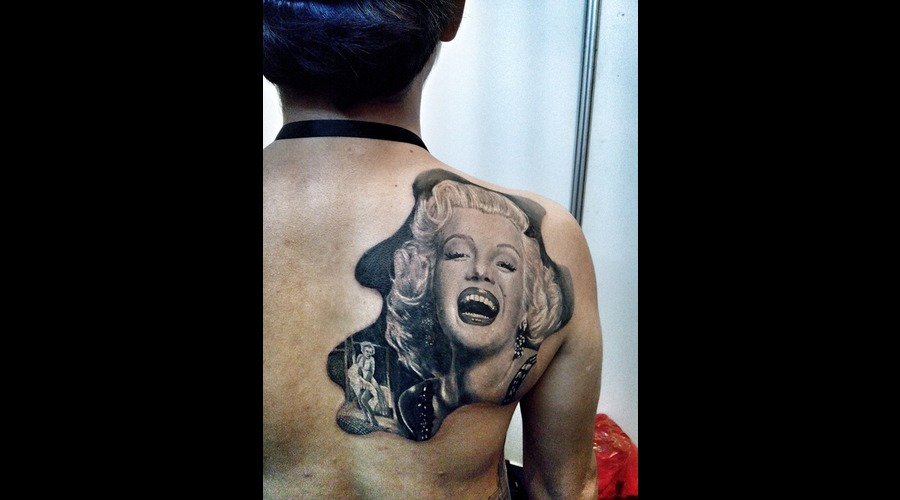 Marilyn Monroe Portrait Black Grey Back