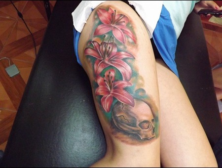 Skull With Flowers Design Color Thigh
