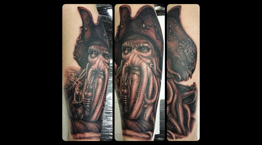 Portrait  Davey Jones  Pirates Of The Carribean Black Grey Lower Leg