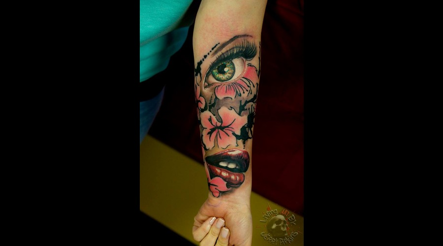 Eye  Flower  Lips  Realistic  Color Forearm