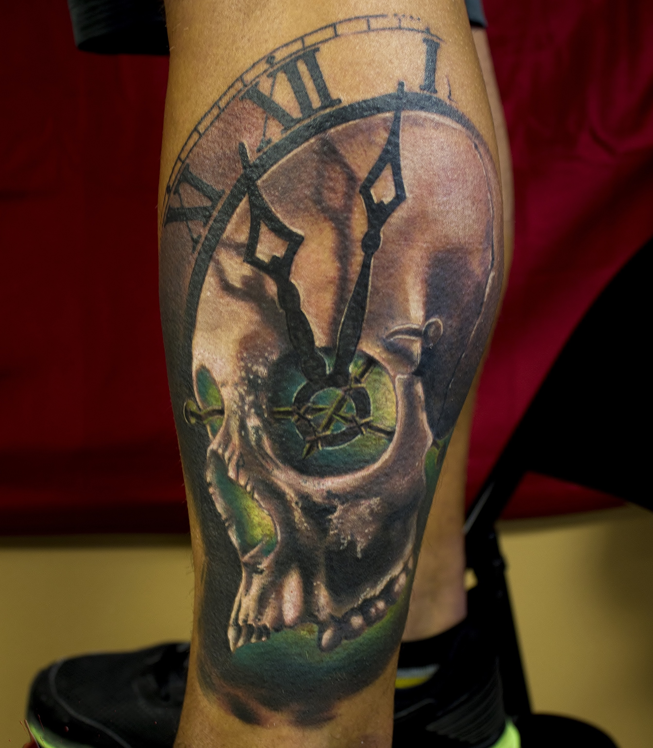 Black And Gray Clock And Skull Tattoos On Bicep: Certified Artist