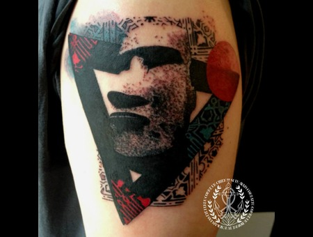 Dot  Moai Graphic Black Grey Arm