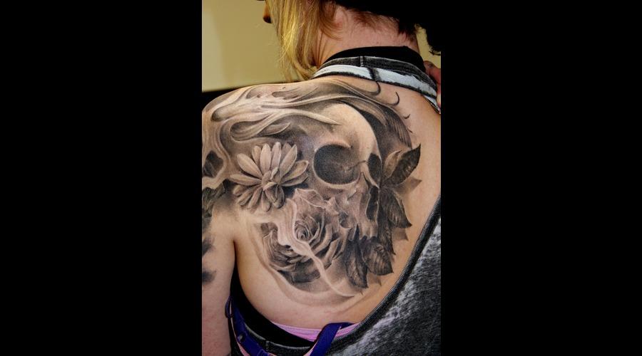 Skull Black Grey Shoulder