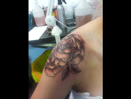 Black&Shaded Roses Arm