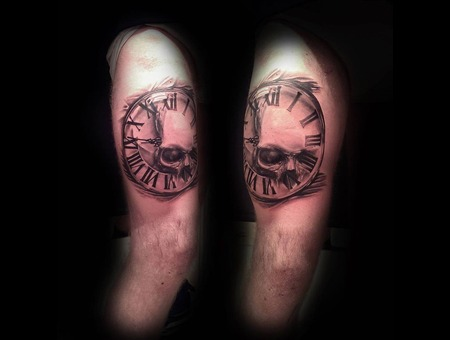 Sckull Clock Thigh