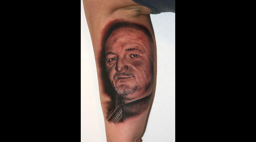 Memorial   Portrait Arm