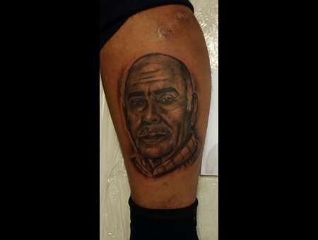 Black&Grey.Preto.Branco.Tattoo.Arm.Realistic.Portrait Lower Leg