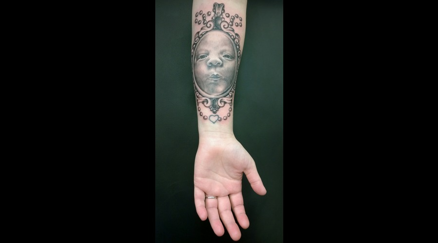 Portrait  New Born  Frame Forearm