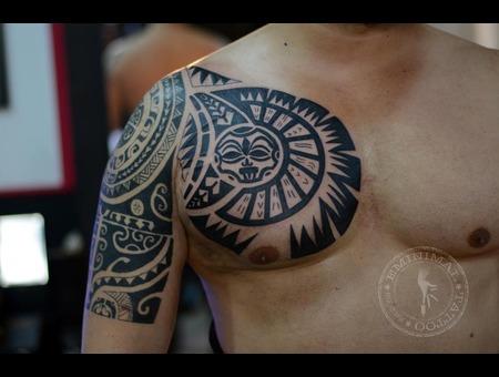 `maori Chest