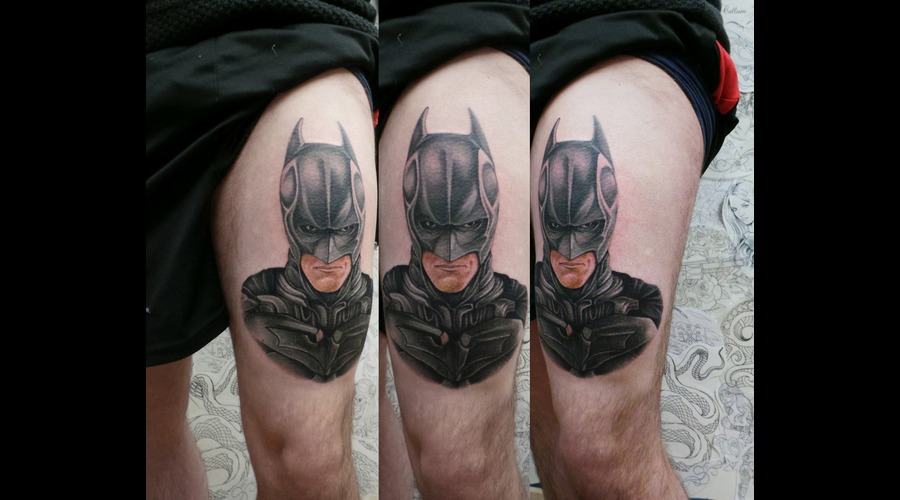 Bale  Batman  Portrait Thigh