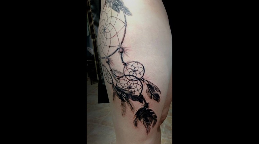 Dreamcatcher Blackandgray Thigh