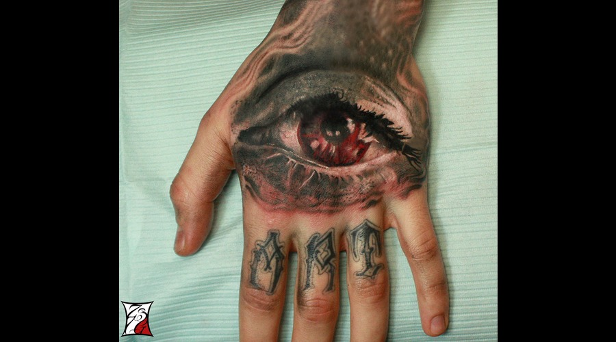 Gabor Zsil Red Eye Tattoo Angerink Montreal Realistic Arm