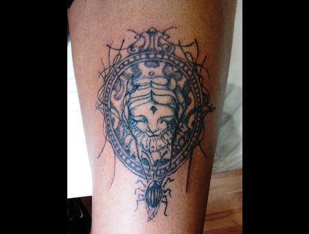 Goth Elaborate Face Thigh