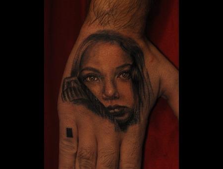 Portreit Hand Blackandgrey