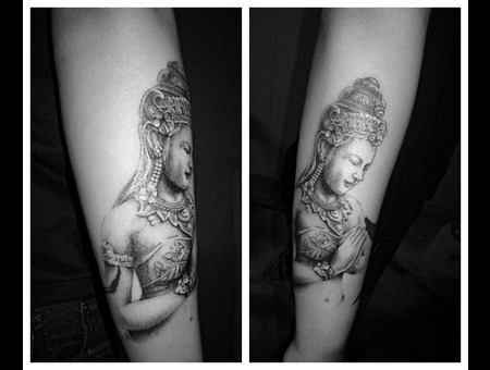 Quan Yin Black White