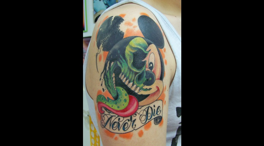 Cartoo.Mickeymouse.Zombie Shoulder