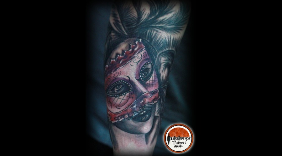 Color   Black N Grey  Venice   Mask   Arm